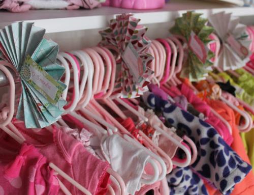 Separadores de perchas para organizar la ropa del bebé